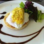 poach egg with hollandaise sauce