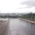 La piscina sul tetto dell'hotel