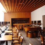 Un ristorante con la sala musica