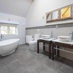 En-Suite to Oak Bedroom