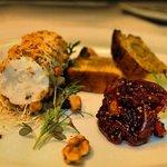 Getostterrin, rostade valnötter, fikon & rödlöksmarmelad, brioche.