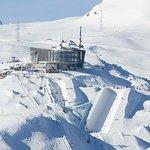 Aussenansicht Crap Sogn Gion - Mountain Hostel