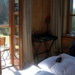 Zimmer mit Balkon und Blick auf den See