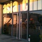Asia Chic resmi