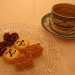 Nice coffee complemented with sweets