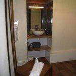 Miroir et lavabo