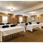Meeting Room: Accomodates up to 50 guests theatre style.