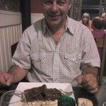 Mi esposo cenando en Oliva el 21/01/13