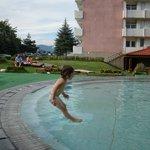 A single small fun in the small pool