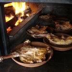 Exquisitos lechazos y cochinillos asados al horno de leña
