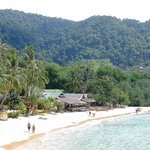 Blick vom Strand auf das Resort