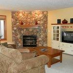 Maplewood Ridge Deluxe Living Room