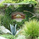 Ferrando's Hideaway Cottages resmi