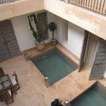 patio con piscinas