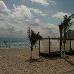 camitas en la playa del hotel Krystal