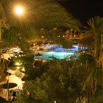 hotel w nocy/        hotel at night