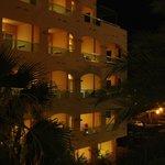 hotel w nocy             hotel at night
