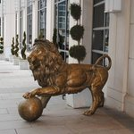 lion in front of the hotel