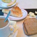 Desayuno: Completo.