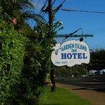 Garden Island Inn - Sign