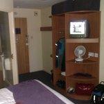 Photo de Premier Inn Gloucester (Longford) Hotel