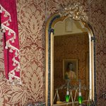 Victoriana Wallpape - attention to every detail