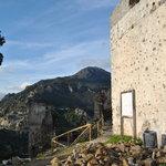 Torre árabe y Sierra Crestellina de fondo