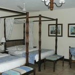 2 double four poster beds