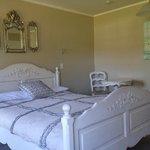 Photo de Tudor Manor Bed & Breakfast