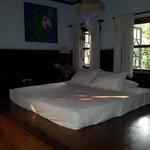 Chambre avec matelas au sol