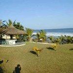 Next Door Beach Resort Bild