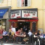 Facade du Warner Café