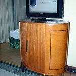 TV Gerät auf wackeligen Füssen