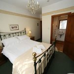 Elm Tree Lodge Guest House Photo