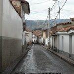 La calle del hostal, en la noche algo sola y oscura pero muy segura