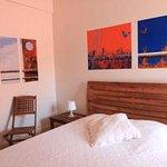 Une des chambres décorées par un artiste contemporain