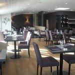 Restaurant lumineux et agréable,les tables sont espacés les