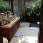 bathroom in Acacia villa