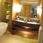 Bathroom in Premier Room overlooking Gardens by the Bay