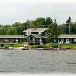 Town & Lake Motel Photo