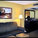ROOM: 227 - 2 Queen Bed Suite  - Living Room
