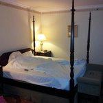 Room 403 (2)