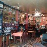 el salón fe Café Hood.
