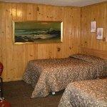 Tall Pines Motel
