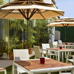 The courtyard is perfectly suited for al fresco business events and social gatherings.