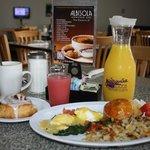 Fresh Juice, Eggs Florentine, Cin Roll, Pura Vida Coffee