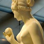Venus and the Apple, by B. Thorvaldsen (DK), 19th c.