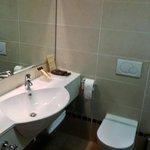 lavabo nella camera 402