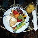 continental breakfast in room