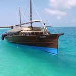luxury dhoni to take you snorkeling